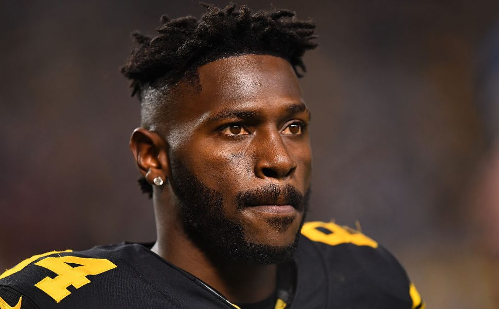 Antonio Brown returning to Raiders facility...