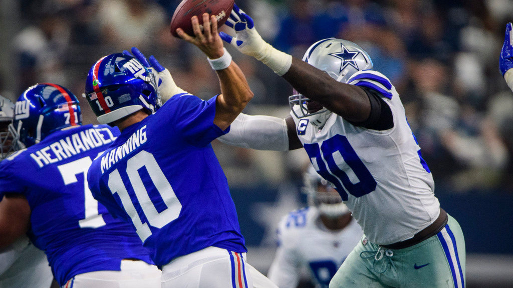 Demarcus Lawrence snubs Giants fan who wanted...