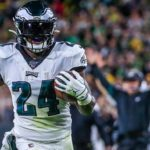 Eagles RB Jordan Howard cleared to play after...