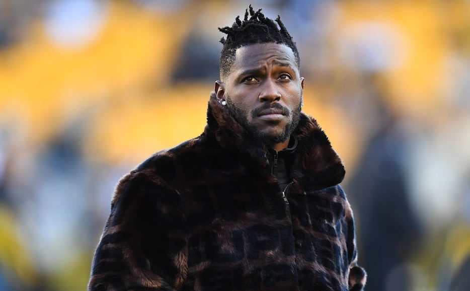 Antonio Brown gets sued by chef over unpaid Pro...