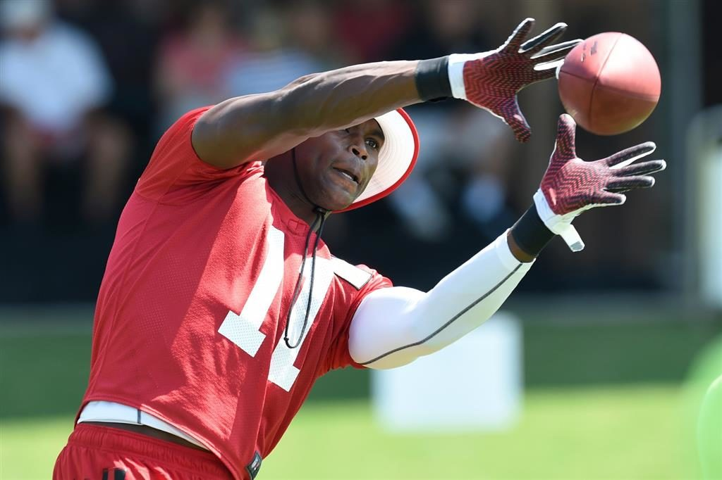 Julio Jones reports for training camp without new...